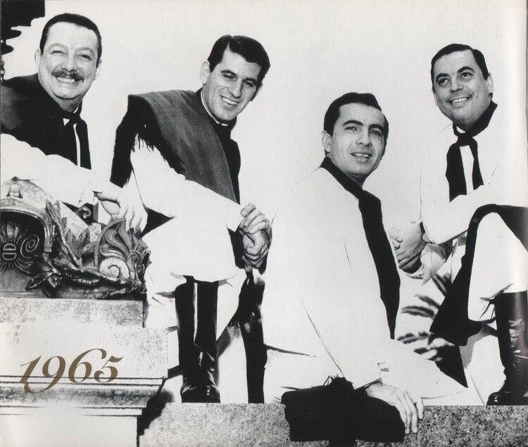 En 1965, Dicky Dávalos, Ernesto Cabeza, Polo Román y Juan Carlos Saravia