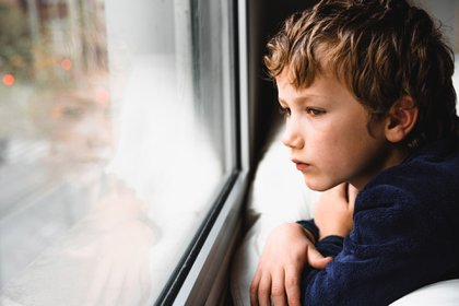 """""""Los niños y adolescentes están tristes. No basta con el acompañamiento de la escuela en el hogar"""" (Shutterstock)"""