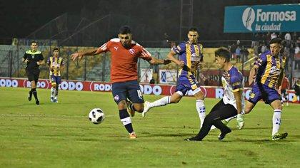Ghiglione enfrenta a Silvio Romero, el día que Independiente le ganó a Central Ballester y el arquero fue vencido en ocho ocasiones