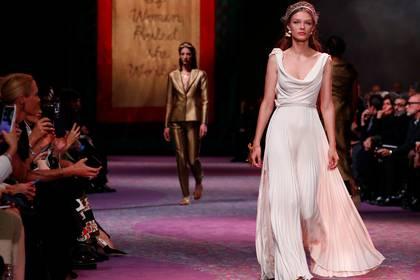 La última colección de alta costura de Dior presentada en París (Reuters)
