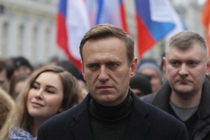 FOTO DE ARCHIVO: El opositor ruso Alexei Navalny en una manfestación en Moscú el pasado mes de febrero. (EFE/EPA/YURI KOCHETKOV)