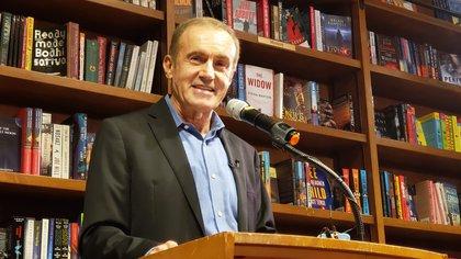 Andrés Oppenheimeren la librería Books & Books, de Coral Gables.
