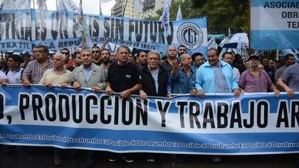 Los dirigentes de la CGT que marcharon a la Plaza de Mayo (Franco Fafasuli)