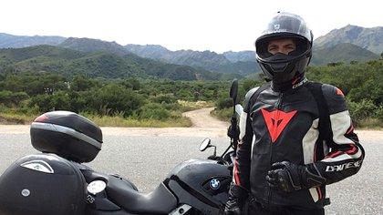 """Fernando Samalea y su moto """"La Idílica"""""""