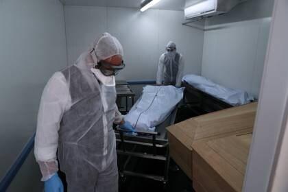 Asegurar la gestión adecuada de los cadáveres es vital para no producir más contagios.
