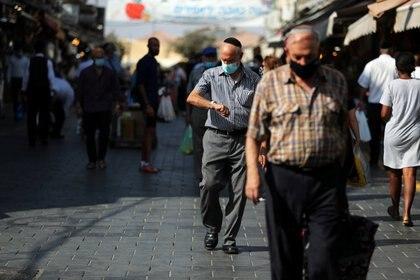 Desde el arribo de la enfermedad, Israel se encuentra estudiando posibles tratamientos y curas para combatir el COVID-19 (REUTERS/Ammar Awad)