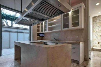 La casa cuenta con una cocina totalmente equipada (Foto: Twitter)