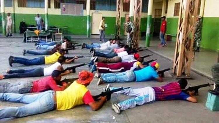 Entrenamiento impartido por la Corriente Revolucionaria Bolívar y Zamora en la escuela Vuelvan Caras de San Fernando de Apure,(Cortesía)