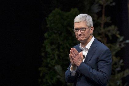 Tim Cook, durante una conferencia en 2019. El CEO de Apple alcanzó los mil millones de fortuna personal (Bloomberg)