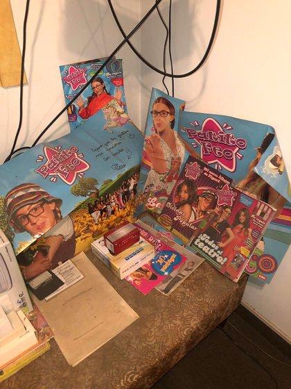 """Los afiches del programa infantil """"Patito Feo"""" encontrados en el departamento de Suárez."""