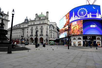 Piccadilly Circus, prácticamente desierta (Shutterstock)