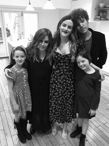 Unas de las últimas fotos de Lisa Marie Presley con sus cuatro hijos (@lisampresley)