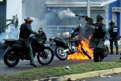 El chavismo reprimió a la población civil que se manifestó contra Maduro (Reuters)