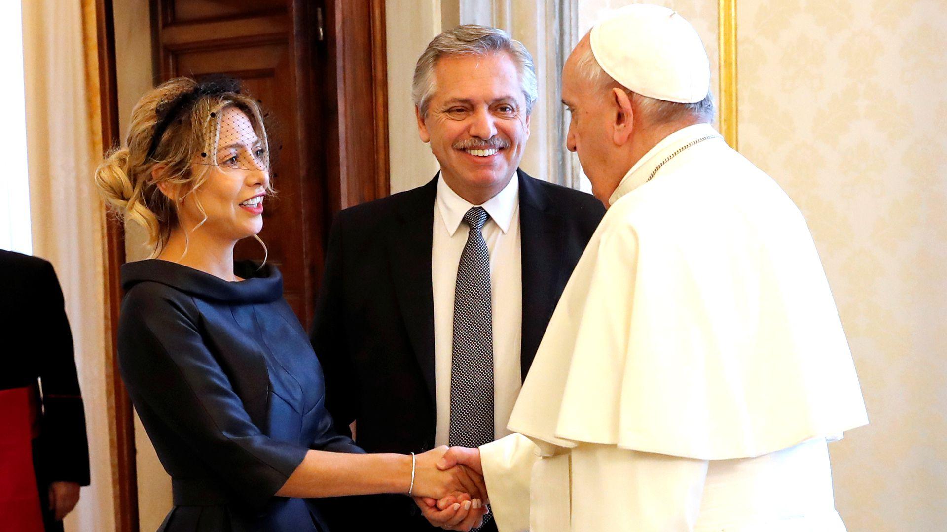 Fabiola Yáñez, Alberto Fernández y el papa Francisco (Reuters)