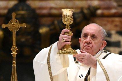 El papa Francisco oficia la misa de Navidad en la basílica de San Pedro, en Ciudad del Vaticano (Vaticano) (EFE)