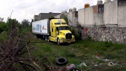 El tráiler con los cuerpos fue estacionado detrás de un conjunto habitacional en Tlajomulco, Jalisco
