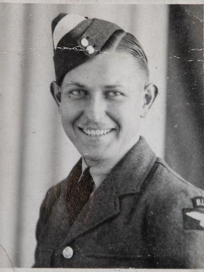 Coggan con 19 años en enero de 1943, cadete de la Royal Air Force.