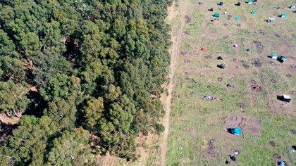 Toma aérea de la zona, donde se observa a la izquierda el campo de Giana y a la derecha la zona usurpada de Guernica