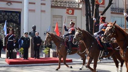 Aguad ofreció un desfile de honor de los granaderos al ministro Wei