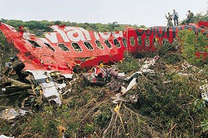 Las 107 personas que estaban en el avión de Avianca, entre pasajeros y tripulación, murieron junto a tres más que estaban en tierra cuando cayeron las partes de la aeronave.
