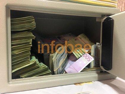 Parte del dinero secuestrado durante el allanamiento al domicilio de Iván Juárez, hermano del sindicalista detenido