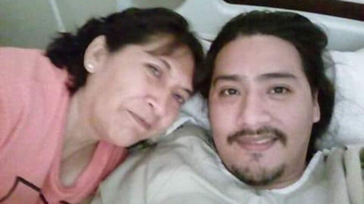 La foto del reencuentro entre Vilca y su madre, María Calisaya