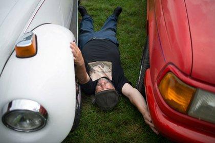 Edward Smith dice haber intimado con modelos Jaguar y Mustangs en estacionamientos y centros de exposición
