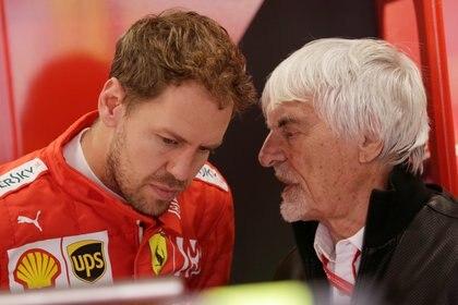 Bernard Ecclestone habla con Vettel durante la difícil temporada del 2019