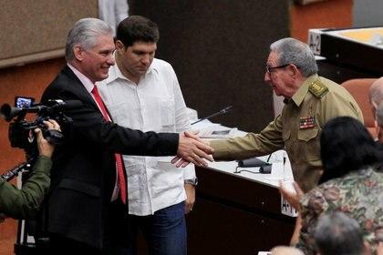 Los dictadores de Cuba Miguel Diaz Canel y Raul Castro