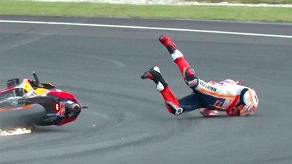 Marc Márquez salió despedido de su moto y sufrió una brutal caída