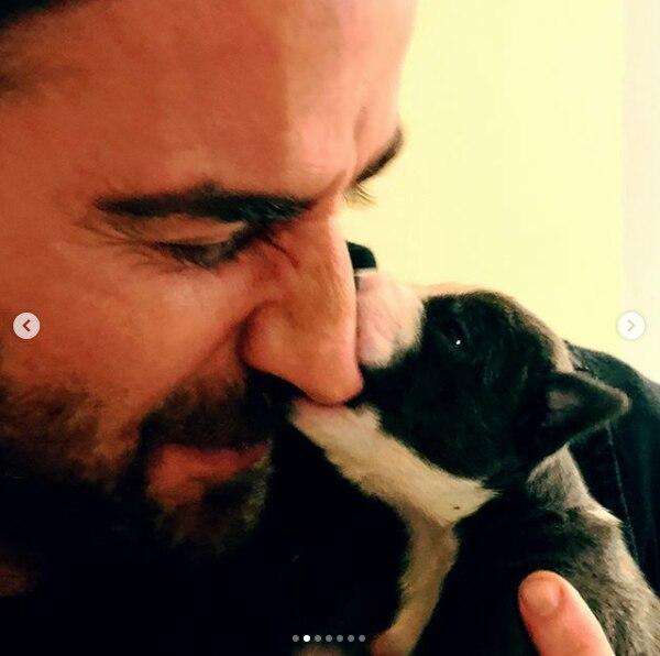 Justin es un gran defensor de los perros y gatos y promueve el slogan adopte no compre en muchas de sus publicaciones. (Instagram @justintheroux)