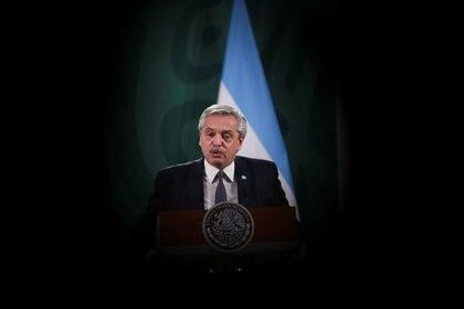 El presidente de Argentina Alberto Fernández habla en la conferencia matutina, en la Ciudad de México el 23 de febrero de 2021.