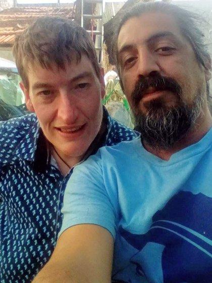 Matías y el director del documental que muestra su hazaña, Alejandro Camaño