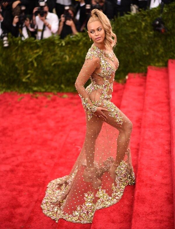 El provocativo look de Beyoncé, bordado con transparencias fue uno de los vestuarios más memorables de la edición 2015, donde la temática fue China: Through the Looking Glass' ('China: A través del espejo') (Getty Images)
