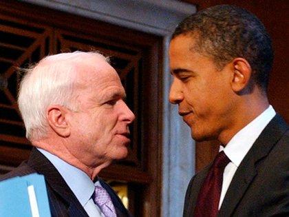 """Obama manifestó su admiración por John McCain """"por su servicio como piloto naval y el coraje inimaginable que había mostrado durante cinco años y medio desgarradores como prisionero de guerra"""" y por """"su sensibilidad de rebelde y esa voluntad de corcovear ante la ortodoxia del Partido Republicano"""". (Thewashingtonnote.com)"""