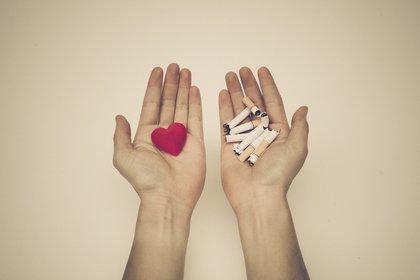 Según los investigadores, no está claro si los exfumadores tendrán el mismo riesgo de infección de COVID-19 que los que sí fuman y esto es algo que queda por probar (Shutterstock)
