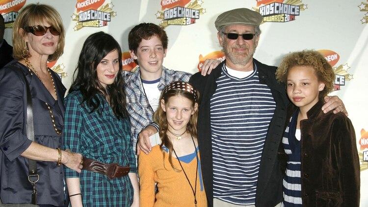 Steven Spielberg con parte de su familia /Shutterstock
