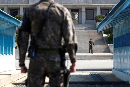 Las patrullas del Norte y el Sur en la DMZ (Reuters/archivo)