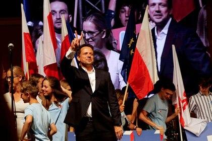 Rafal Trzaskowski, alcalde de Varsovia y candidato presidencial del principal partido de la oposición polaca, Plataforma Cívica (PO), asiste a un mitin en Rybnik, Polonia, el 10 de julio de 2020 (Grzegorz Celejewski/Agencja Gazeta vía REUTERS)