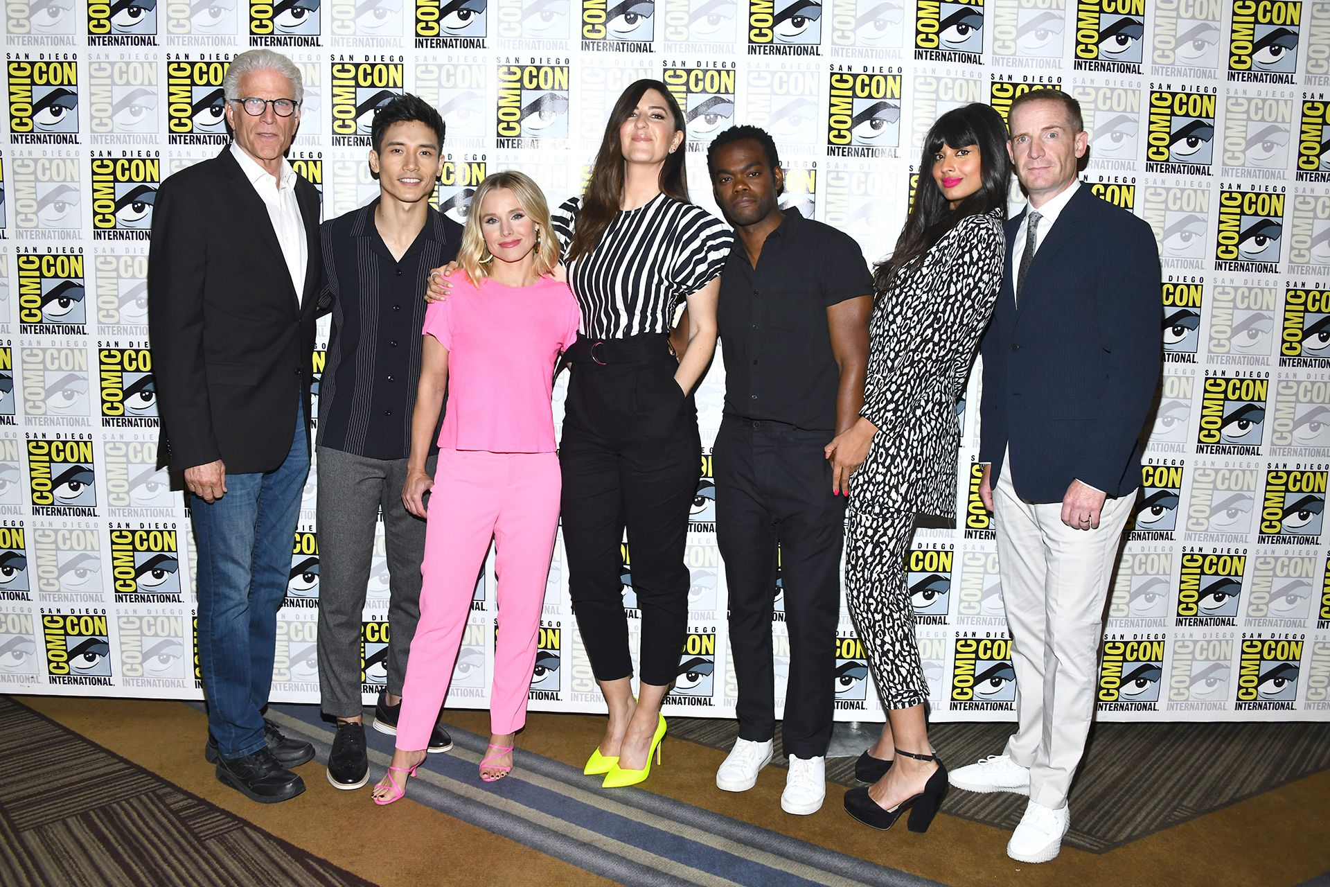 "Ted Danson, Manny Jacinto, Kristen Bell, D'Arcy Carden, William Jackson Harper, Jameela Jamil and Marc Evan Jackson el elenco de la serie – ""The Good Place"""