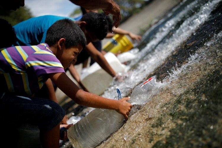El apagón provocó que una fuerte escasez de agua (REUTERS/Carlos Garcia Rawlins TPX IMAGES OF THE DAY)