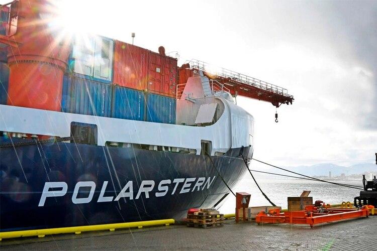El rompehielos alemán y el buque de investigación Polarstern se muestran en la costa de Noruega el 18 de septiembre. (Rune Stoltz Bertinussen / NTB Scanpix / AFP)