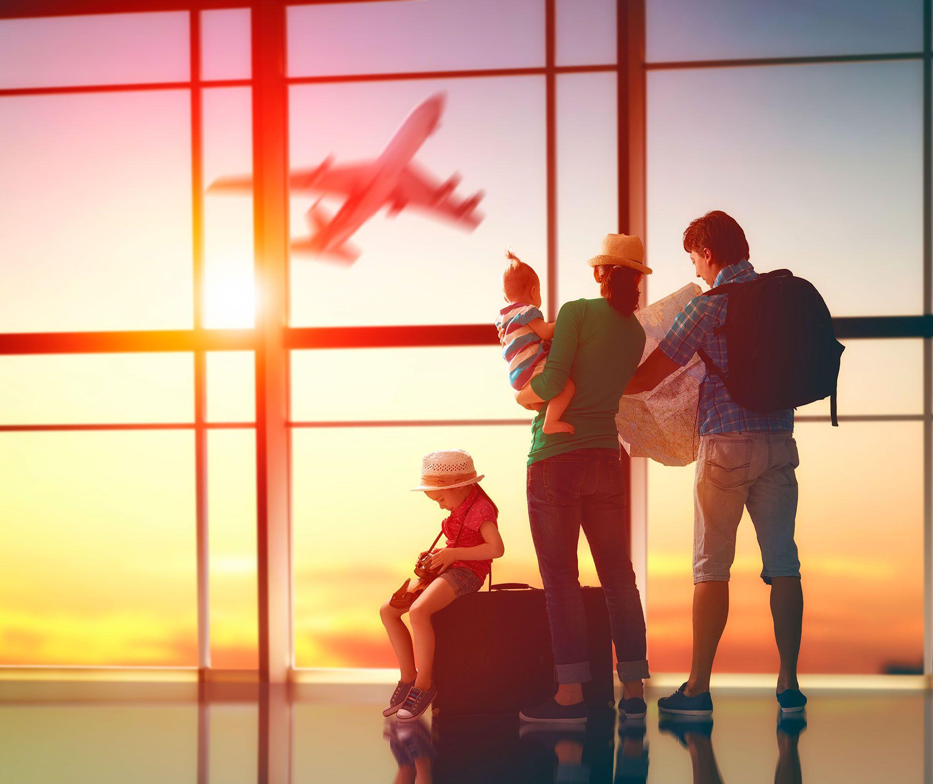 Se vienen las vacaciones de invierno. Claves para viajar barato en familia en avión (Shutterstock)