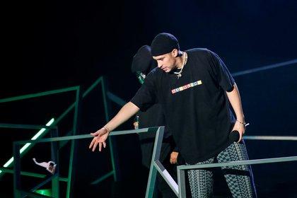 El cantante Bad Bunny tiene coronavirus, razón por la cual no asistió a la entrega de los American Music Awards 2020, realizada el domingo (EFE)