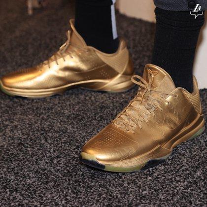 Las zapatillas de Anthony Davis (@Lakers)