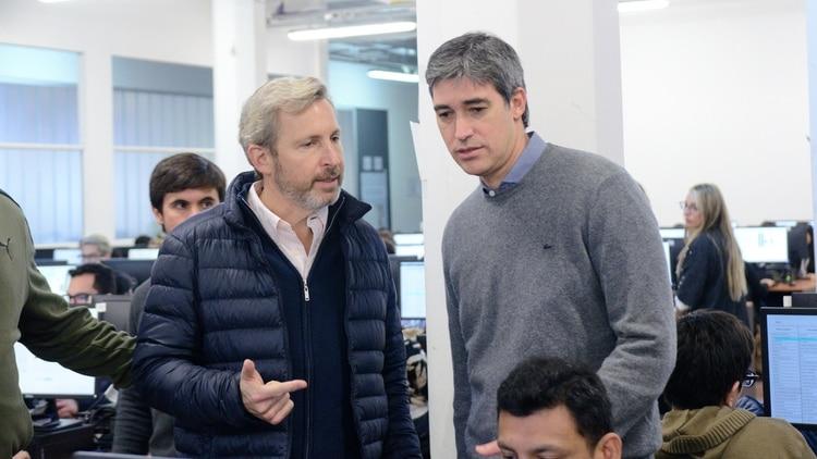 Rogelio Frigerio y Adrián Pérez en el simulacro de escrutinio provisorio