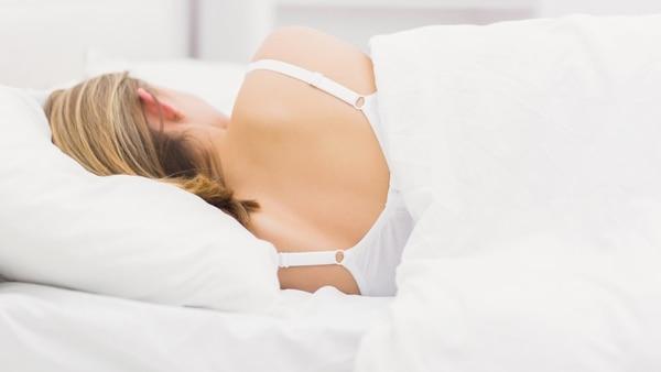 Otro de los beneficios de entrenar durante el día es la mejora de la calidad de sueño (Getty Images)