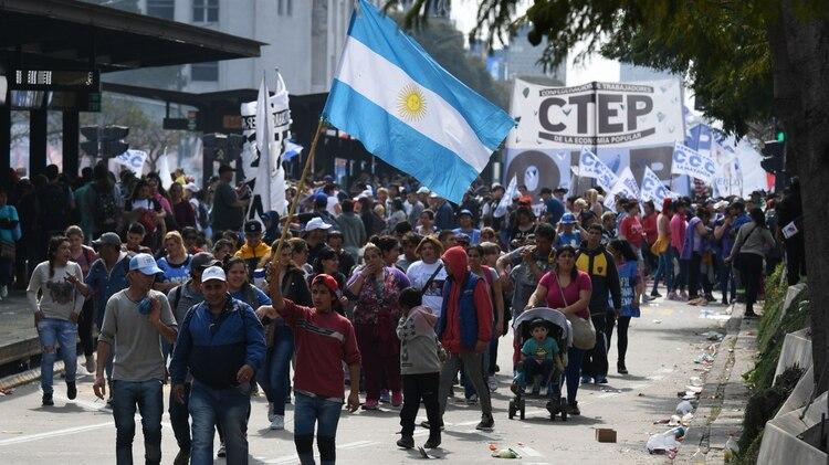 Los movimientos sociales marcharon hoy por toda la ciudad (Maximiliano Luna)