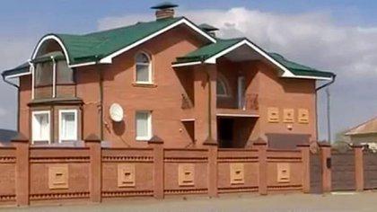 Esta es la mansión que se construyó Sergei Zaitsev; denuncian que el dinero fue desviado de los fondos destinados a reparar viviendas alcanzadas por los incendios de 2015