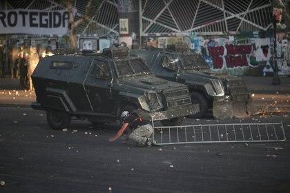 Imagen de la represión en Santiago de Chile este viernes 20 de diciembre de 2019 (REUTERS/Ricardo Moraes)